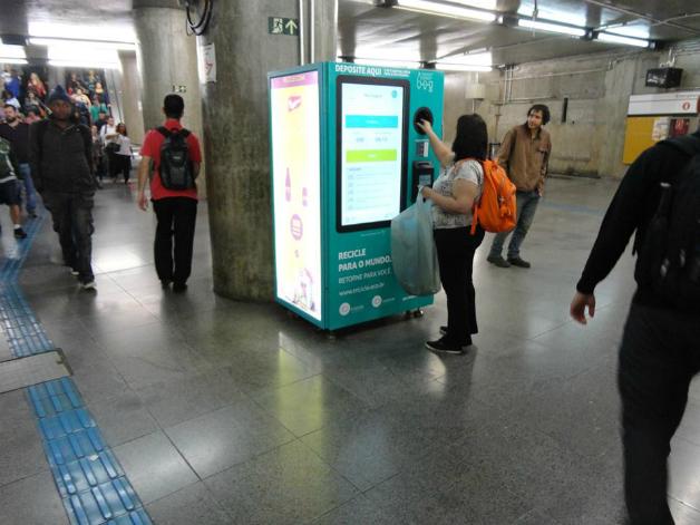 maquina5crop - Projeto em SP troca garrafa pet por crédito em transporte público
