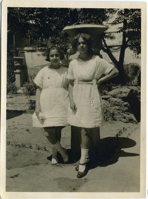 frida1 - Série de fotos dos anos 20 mostra Frida Kahlo na infância