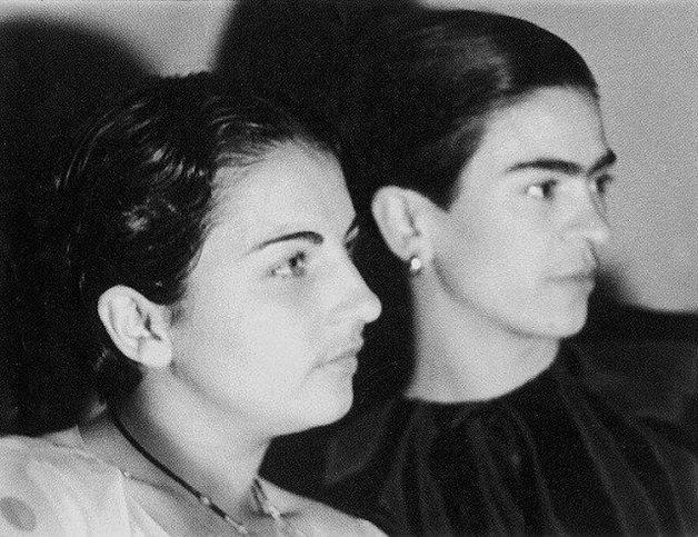 frida10 - Série de fotos dos anos 20 mostra Frida Kahlo na infância