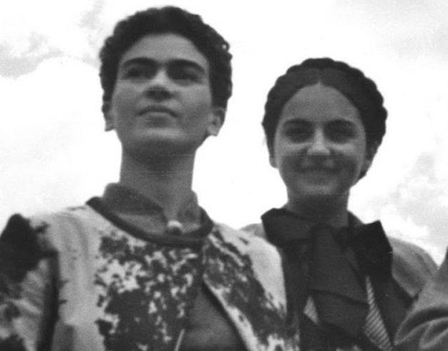 frida12 - Série de fotos dos anos 20 mostra Frida Kahlo na infância