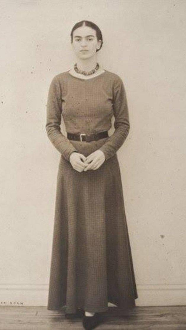 frida14 - Série de fotos dos anos 20 mostra Frida Kahlo na infância