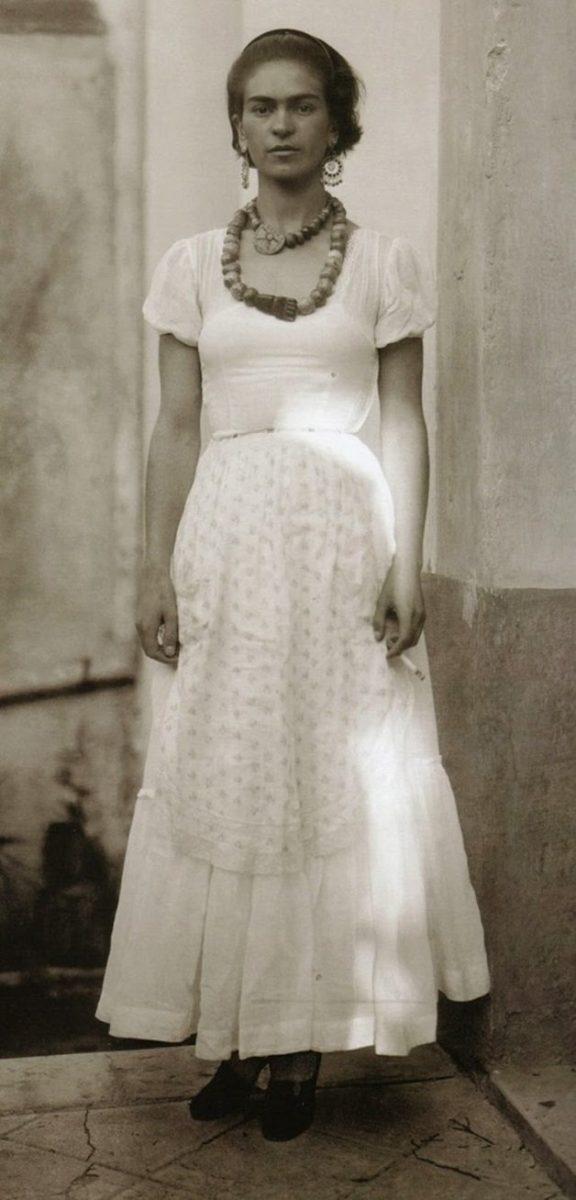frida17 scaled - Série de fotos dos anos 20 mostra Frida Kahlo na infância