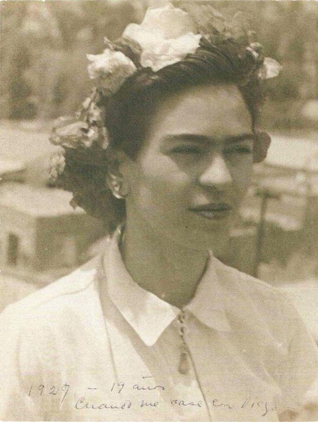 frida18 - Série de fotos dos anos 20 mostra Frida Kahlo na infância