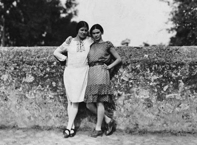 frida9 - Série de fotos dos anos 20 mostra Frida Kahlo na infância